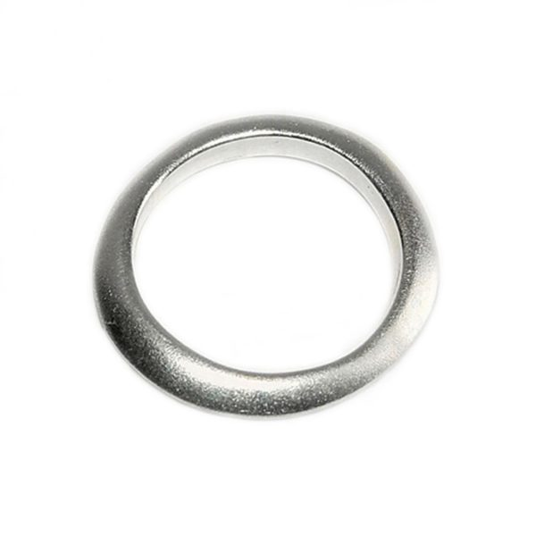 The 3mm silver shell band has been perfectly sculpted to complement the shell rings as a wedding band. The unusual organic band is approximately 3mm wide. The solid silver ring is also available in 18ct white gold/18ct yellow gold.- prices on request.