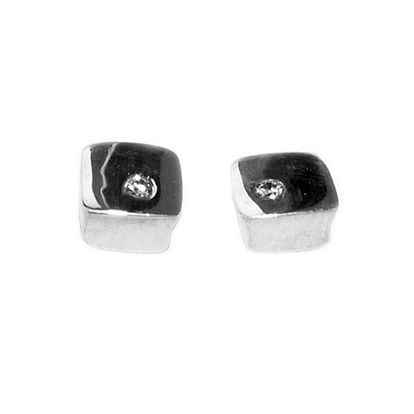 Square silver diamond studs. Solid silver square stud earrings set with 0.02ct vsfg diamonds. Approx maximum dimensions are 6x6x3mm.