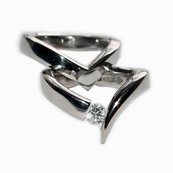 The 18ct diamond point ring is simple yet unusual in design. The ring is crafted in 18ct white gold and tension set with a 0.25ct vsfg diamond. The solid ring is approx 4mm wide and has a depth of 3mm.There is also a matching wedding band C66. The ring also comes in 18ct yellow gold , & platinum. Please contact us for more details.
