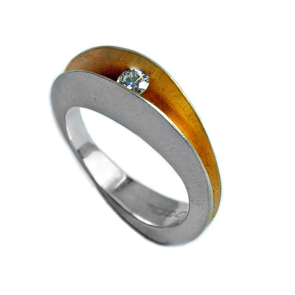 10pt split shell ring. An elegant unusual silver diamond ring. A sparkling 10pt diamond (0.1ct vsfg) is trapped within the  rich 22ct gold plated interior.