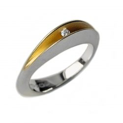 The 3pt partially split ring is an elegant unusual silver diamond ring. A sparkling diamond (0.03ct vsfg) is trapped within the rich 22ct gold plated interior. The ring is split across the top and has a solid band across the back. Approximate maximum dimensions are 5mm width & 5mm depth. 18ct white gold and 18ct yellow gold versions are also available. Please contact for further details.