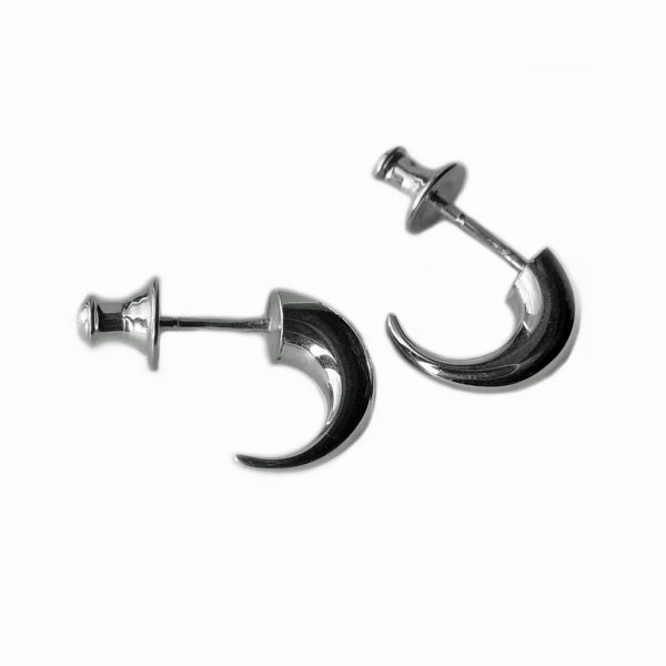 The shape and elegant curl of these tapering silver wiggly hoop earrings creates a stunning and unusual design. They can be worn as practical everyday earrings, or for special occasions. The solid silver earrings taper from 5mm. (If you would like the earrings in 9ct and 18ct white, yellow gold, please contact us for details) silver wiggly hoop earrings in satin finished or highly polished sterling silver Approximate maximum dimensions are height 13mm x width 5mm x depth 10mm. They have a simple ear post and bell scroll fitting.