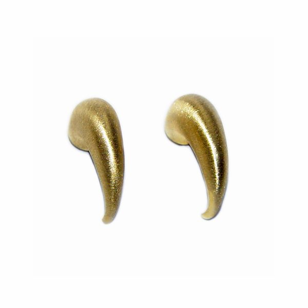 The shape and elegant curl of these tapering 18ct gold wiggly hoop earrings creates a stunning and unusual design. They can be worn as practical everyday earrings, or for special occasions. The solid gold earrings taper from 5mm. (If you would like the earrings in 9ct and 18ct white, 9ct yellow gold, please contact us for details)
