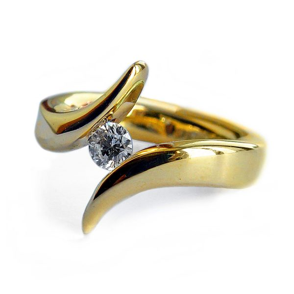 The tension set diamond solitaire 18ct double point ring is elegant & eye catching. The solid 18ct yellow gold ring is handforged from 4mm wire and is set with a 25pt (0.25ct) VSFG diamond. The ring is also available in 18ct white gold or platinum - prices on request. The 18ct double point ring is individually handmade to order. Please let us know your ring size when you place your order. Ring sizes H-Q (including 1/2 sizes). We have used the UK/AU sizing system, however. If you have a ring size based on EU, US/Canada or any other international sizing system we can convert it . The ring has a Paul Finch hallmark and conforms to the British hallmarking standard. It is delivered in a Paul Finch Jewellery box. Cleaning instructions For satin finish use (silver) dip, rinse in warm soapy water, dry thoroughly. For polished finish use (silver) polishing cloth/and or (silver) dip. FREE Delivery The parcel will be sent out using secure Colissimo International tracked and signed for service and will require a signature on receipt. The ring will be dispatched in 4-5 weeks.